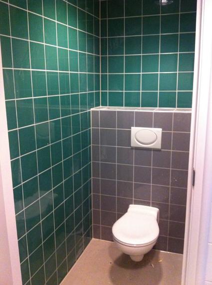 Toilet groen en grijs tegelwerk nico looijmans tegelwerkennico looijmans tegelwerken - Deco toilet grijs en wit ...