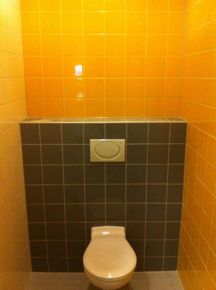 Toilet geel en grijs tegelwerk nico looijmans tegelwerkennico looijmans tegelwerken - Deco toilet grijs en wit ...